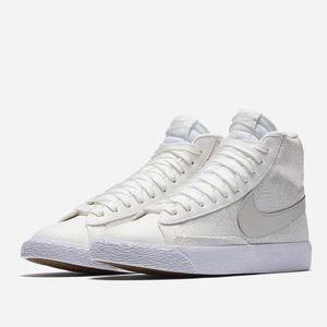 Nike Blazer Mid SE Size 7Y NEW IN BOX